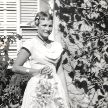 A picture of Frieda in front of the farmhouse at her older sister's wedding