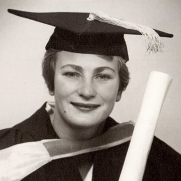Frieda Basson – Graduating with a degree in Social Work